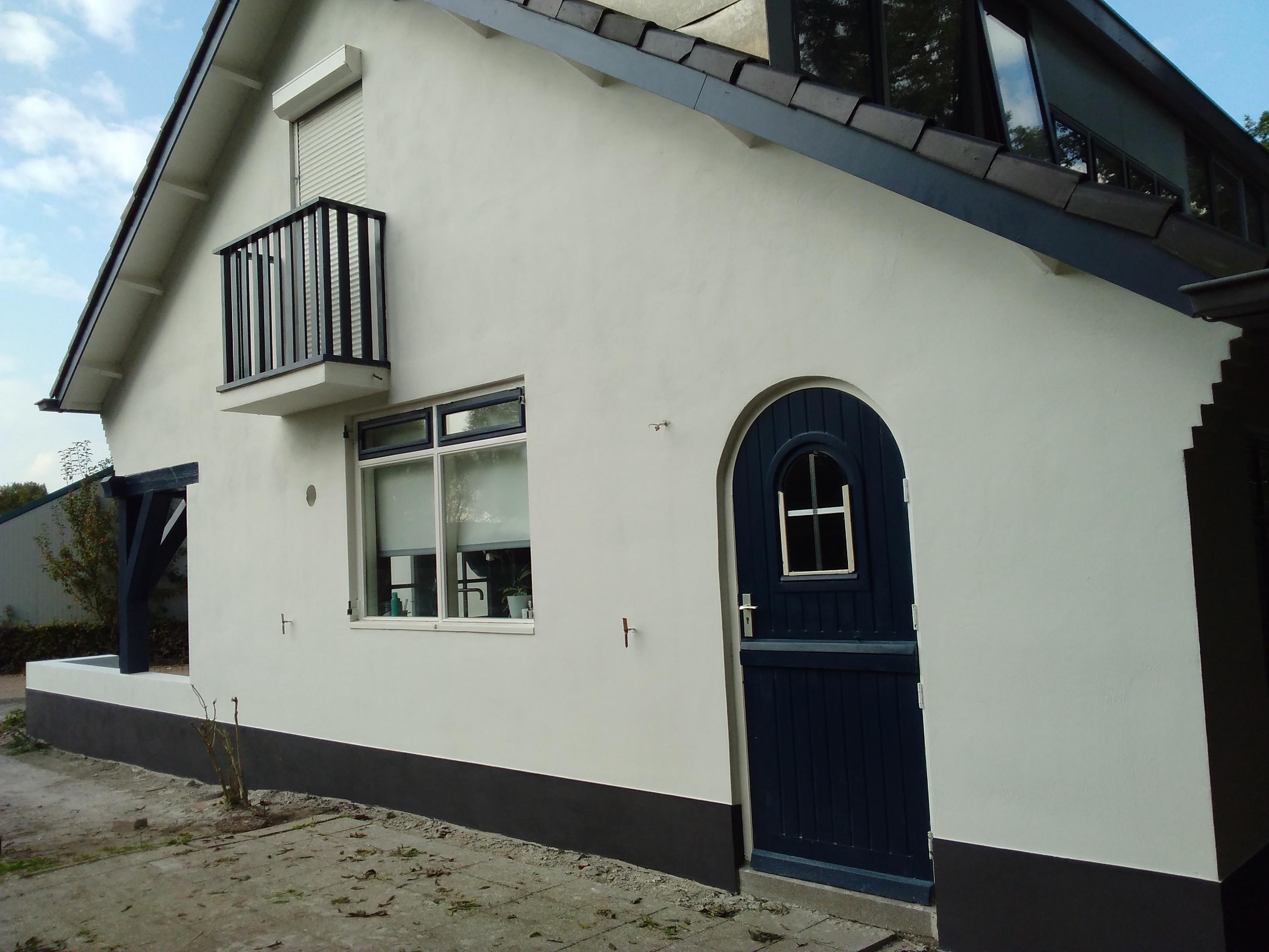 Buitenkant huis stucen en schilderen